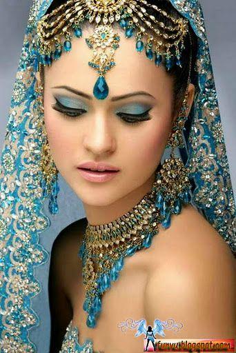 maquiagem indiana focada no azul